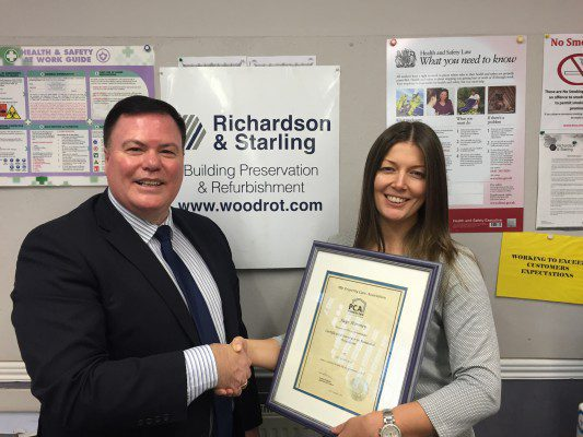 Richard and Starling collect Contractor award