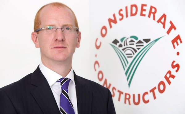 Contractors urged to help stamp out illegal working